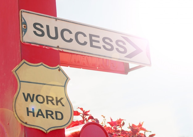 Concept d'affaires par old street sign with success Photo Premium
