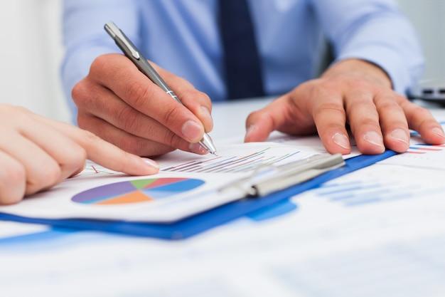 Concept d'analyse financière Photo Premium