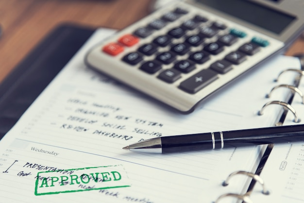 Concept d'approbation de la comptabilité d'entreprise de workspace Photo Premium