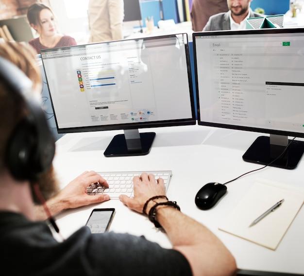Concept d'assistance au travail pour le responsable du service clientèle Photo Premium