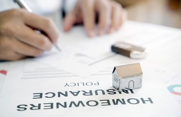 Concept d'assurance habitation Photo Premium