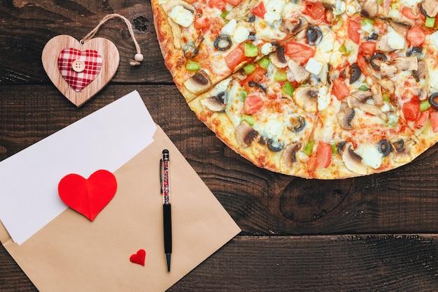 Le Concept D'une Bannière Publicitaire Pour La Pizza De La Saint-valentin En Cadeau Avec Un Espace Pour Le Texte Photo Premium