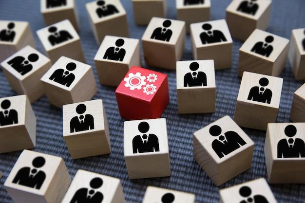 Concept de bloc de bois de travail d'équipe, d'affaires et de leadership. Photo Premium