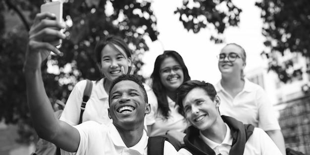 Concept de bonheur des amis étudiants diversité Photo Premium