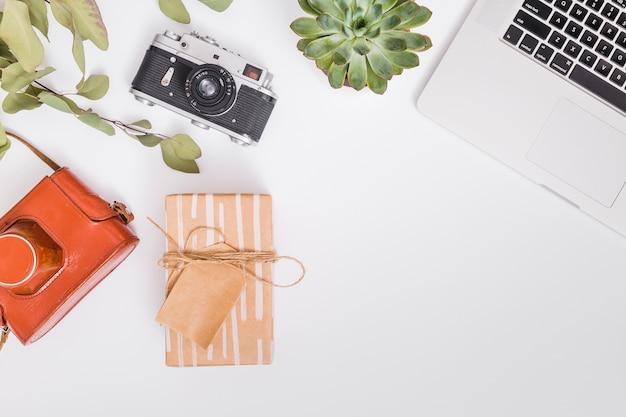 Concept de cadeau plat laïque Photo gratuit