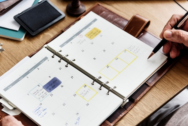 Concept de calendrier agenda de planification pour adultes senior Photo Premium