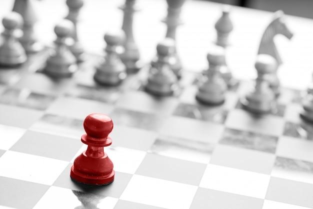 Concept commercial d'échecs, travail d'équipe et succès du leader Photo Premium