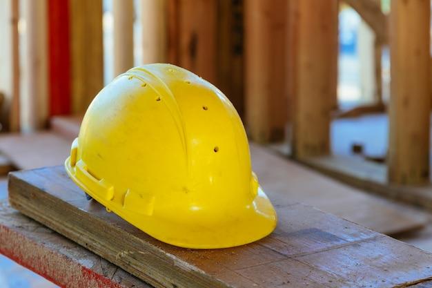 Concept de construction de sécurité. sécurité d'abord, construction, travail casque de sécurité. Photo Premium