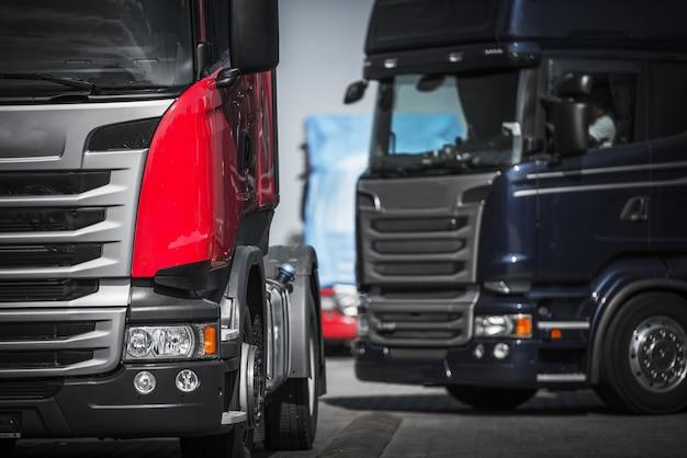 Concept de convoi euro trucks. Photo Premium