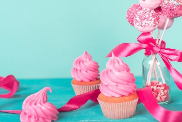 Concept créatif de gâteau pop Photo gratuit