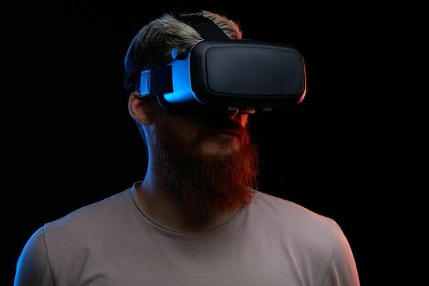Concept de cyber lundi. homme à lunettes vr Photo Premium