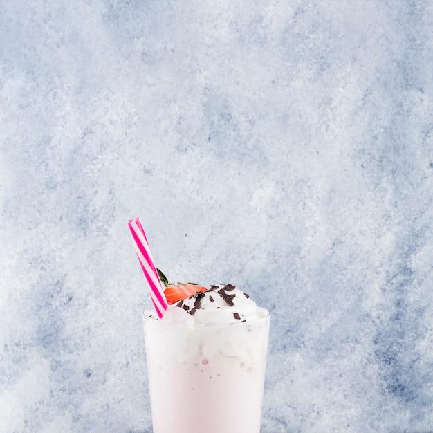 Concept de délicieux smoothie aux fraises Photo gratuit