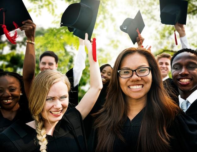 Concept de diplôme universitaire débutant l'université Photo Premium
