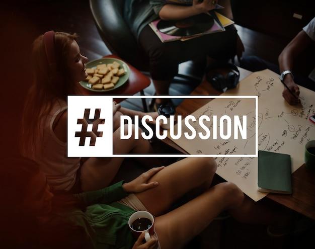 Concept De Discussion Avec Des Amis Qui Parlent Photo gratuit