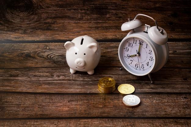Concept économiser des dollars en argent, dépôt tirelire, finance d'entreprise, argent des achats, concept d'argent croissant Photo Premium