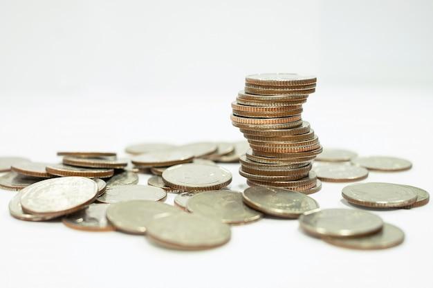 Concept d'entreprise de pile de pièces pour faire ou économiser de l'argent sur l'investissement Photo Premium