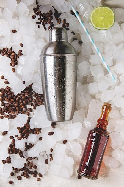 Concept de fabrication de cocktail Photo Premium