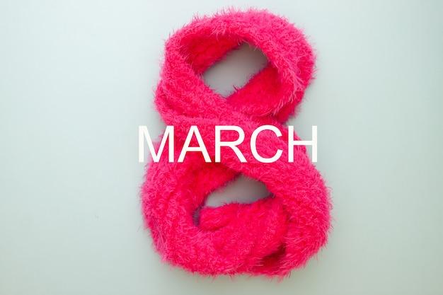 Concept de la femme huit numéros en écharpe rose. 8 mars Photo Premium