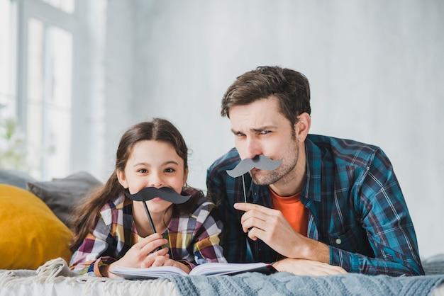 Concept De Fête Des Pères Avec Moustache Photo Premium