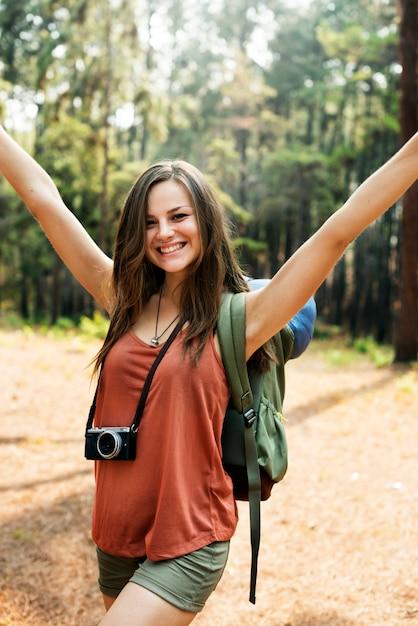 Concept de fille jouissant de la liberté en plein air Photo Premium