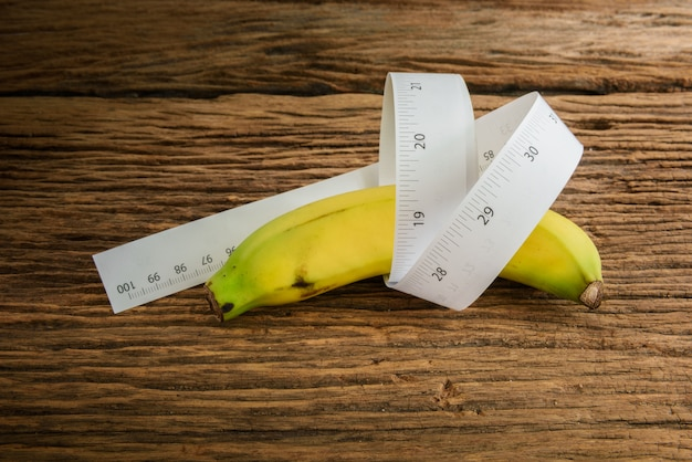 Le concept génital masculin de longueur de banane d'une publicité peut être utilisé) Photo Premium