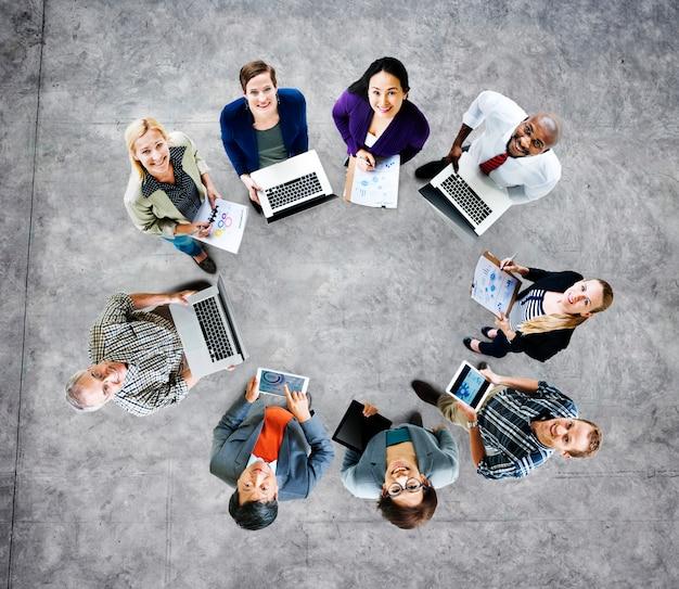 Concept global de dispositifs numériques pour ordinateurs portables Photo Premium