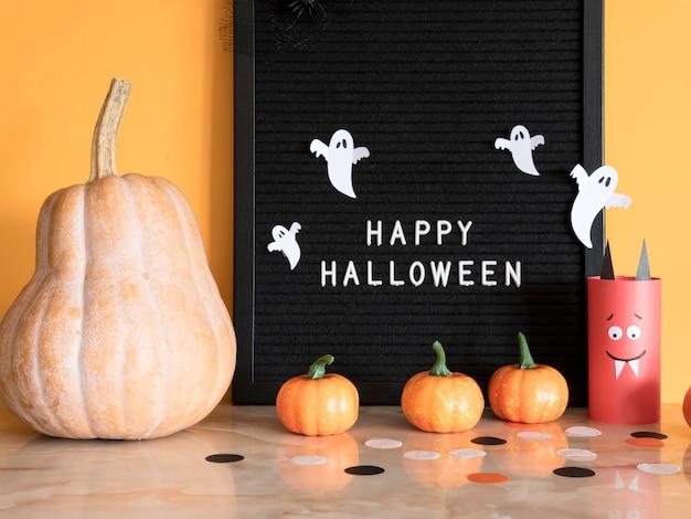 Concept Halloween Vue De Face Avec Salutation Photo gratuit