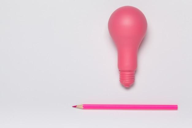 Concept D'idée Créative. Ampoule Rose Et Crayon Vue De Dessus Photo Premium