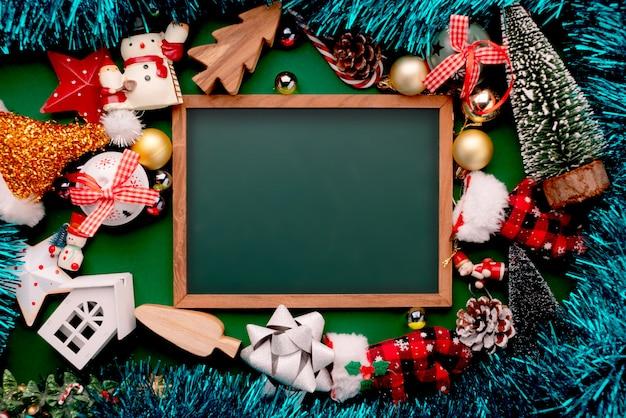 Concept D'idées De Fond Fête Célébration Avec Des éléments De Décoration De Vacances De Veille De Noël Photo Premium