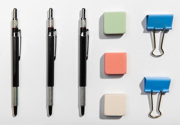 Concept de knolling plat accessoires de bureau Photo gratuit