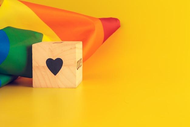 Concept Lgbt, Texte D'amour, Drapeau Lgbt Photo Premium