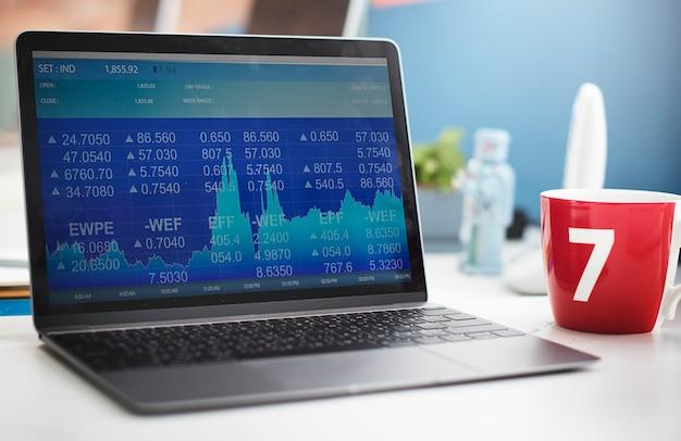 Concept de lieu de travail pour l'investissement en données boursières Photo gratuit