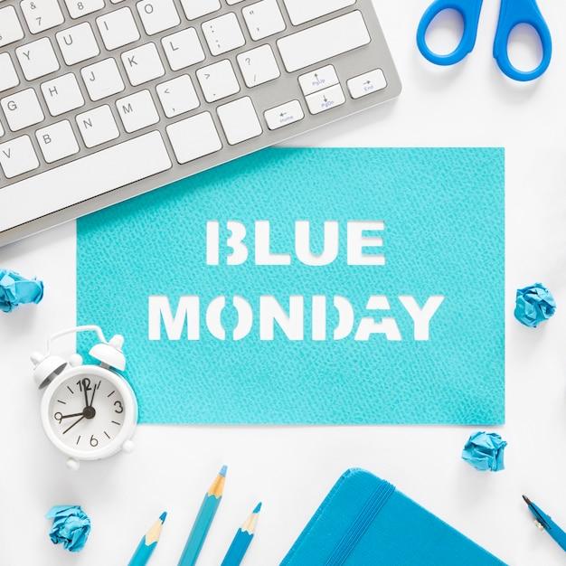 Concept De Lundi Bleu Avec Clavier Photo gratuit