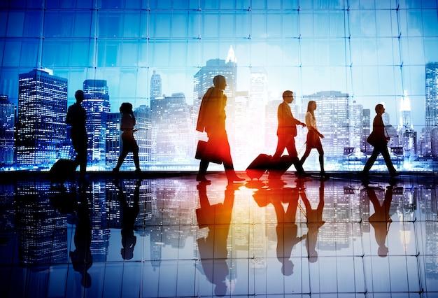 Concept de marche d'entreprise de gens d'affaires de voyage de banlieue Photo Premium