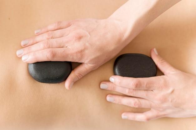 Concept De Massage En Gros Plan Avec Des Pierres Photo gratuit