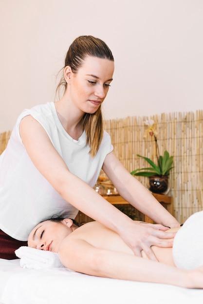 Concept De Massage Photo gratuit