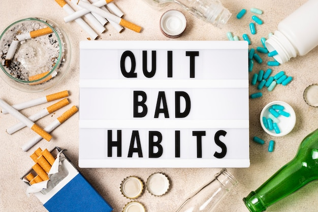 Concept De Mauvaise Habitude Avec Des Pilules Et Des Cigarettes Photo gratuit