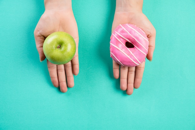 Concept de mode de vie sain, de nourriture et de sport sur pastel. Photo Premium