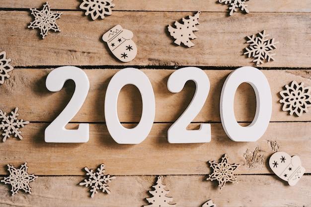 Concept De Nouvel An 2020 Sur Table En Bois Et Fond De Décoration De Noël. Photo Premium