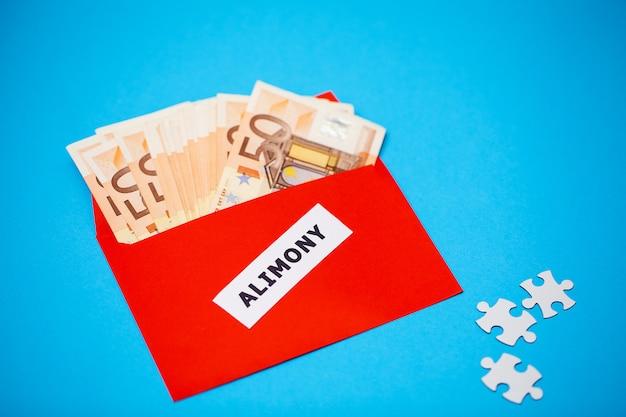Concept De Payer Pour Les éléments, L'argent Dans Un Papier Envelo Photo Premium