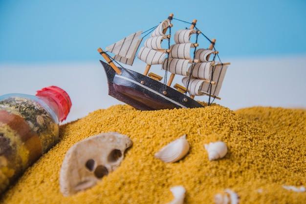 Concept de plage et bateau à voile Photo gratuit
