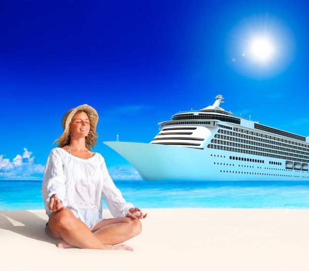 Concept de plage d'été spirituel paisible femme Photo gratuit