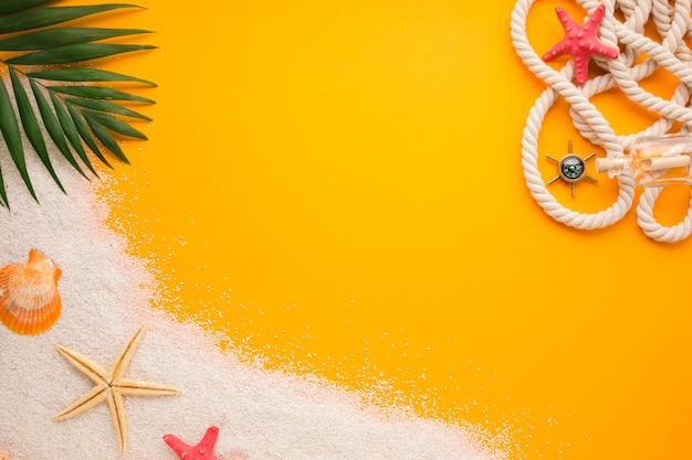 Concept de plage plate poser avec espace de copie Photo gratuit