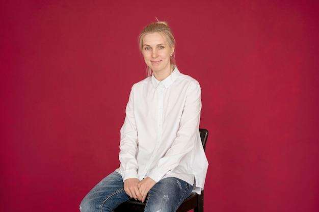 Concept De Prise De Vue Fille Portant Une Chemise Blanche Photo Premium