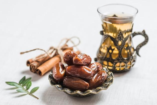 Concept De Ramadan Avec Des Dates Photo gratuit