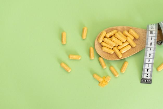 Concept de régime slim par des pilules, dangereux pour la santé. Photo Premium