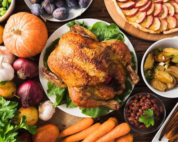 Concept De Repas De Thanksgiving Avec Dinde Photo gratuit