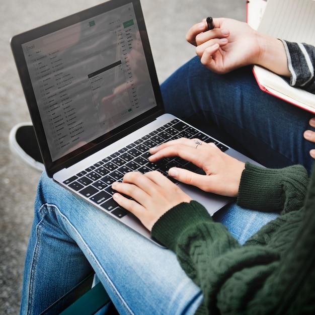 Concept de réseau de communications global de messagerie électronique Photo Premium