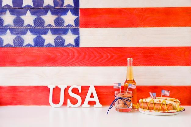 Concept de restauration rapide américaine avec hot-dog Photo gratuit