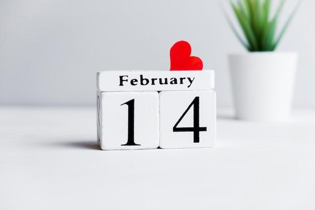 Concept De La Saint-valentin Le 14 Février Avec Coeur. Photo Premium